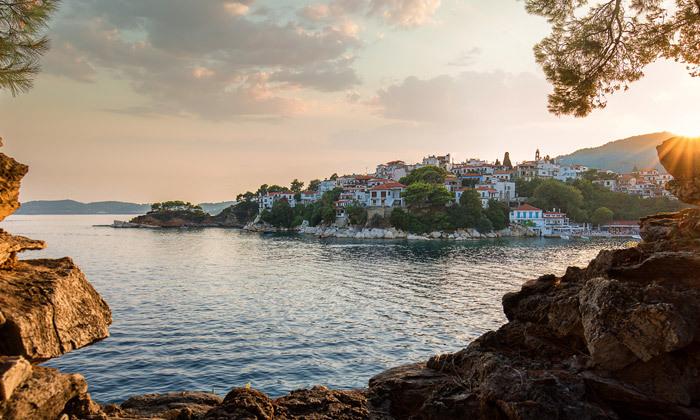 """3 קיץ יווני לכל המשפחה: 4/5 לילות באי סקיאתוס, כולל סופ""""ש"""