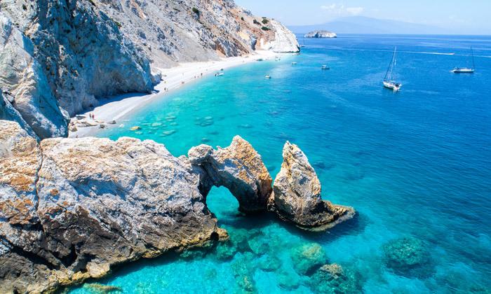 """4 קיץ יווני לכל המשפחה: 4/5 לילות באי סקיאתוס, כולל סופ""""ש"""