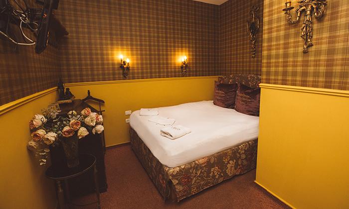 """4 מלון אליוט שוק הכרמל: חופשה זוגית עם עיסוי וארוחת בוקר, כולל סופ""""ש"""