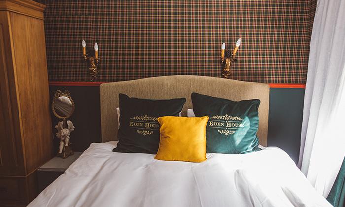 """5 מלון אליוט שוק הכרמל: חופשה זוגית עם עיסוי וארוחת בוקר, כולל סופ""""ש"""