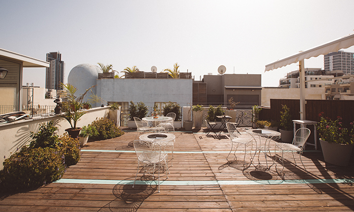 """6 מלון אליוט שוק הכרמל: חופשה זוגית עם עיסוי וארוחת בוקר, כולל סופ""""ש"""