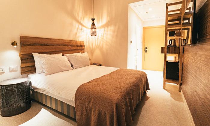 """3 חופשה זוגית במלון 'אבן דרך' במצפה רמון עם מגוון אטרקציות באזור, אופציה לסופ""""ש"""