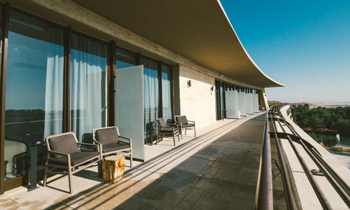 """6 חופשה זוגית במלון 'אבן דרך' במצפה רמון עם מגוון אטרקציות באזור, אופציה לסופ""""ש"""