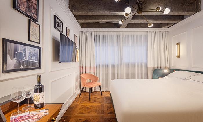 3 חופשה זוגית עם עיסוי במלון הבוטיק BoBo מרשת בראון, תל אביב
