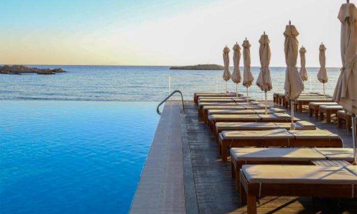 """5 חופשת יוונית בקרפאטוס: 3/4 לילות במלון 5 כוכבים Deluxe, כולל סופ""""ש"""