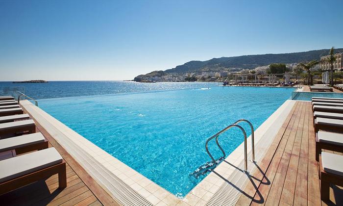 """2 חופשת יוונית בקרפאטוס: 3/4 לילות במלון 5 כוכבים Deluxe, כולל סופ""""ש"""