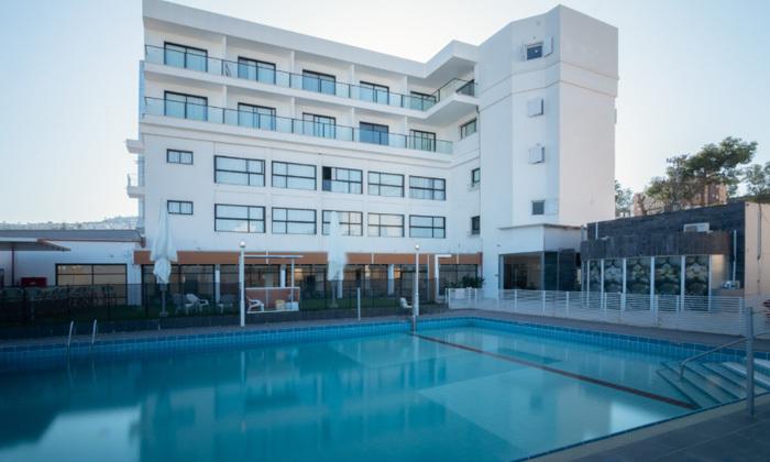 """3 חופשה לזוג במלון דייז המחודש עם נוף לכנרת, טבריה - אופציה לסופ""""ש"""