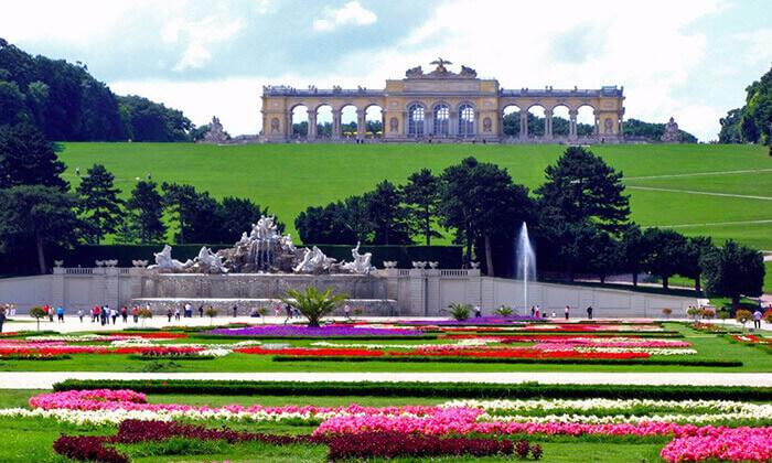 """4 קיץ  בווינה - אטרקציות, נופים ושופינג, כולל סופ""""ש"""