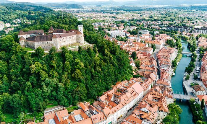 4 יולי אוגוסט בלובליאנה, סלובניה: 7 לילות במלון לבחירה