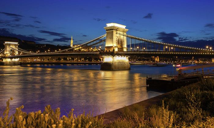4 סלין דיון בבודפשט: טיסות ישירות, 3 לילות במלון לבחירה והופעה של הדיווה העל זמנית