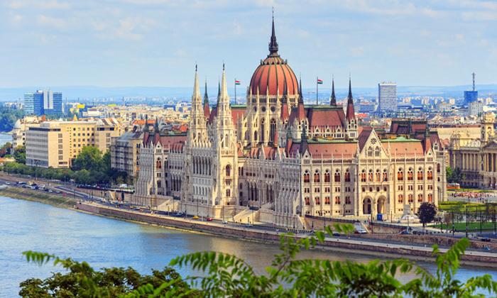 6 סלין דיון בבודפשט: טיסות ישירות, 3 לילות במלון לבחירה והופעה של הדיווה העל זמנית