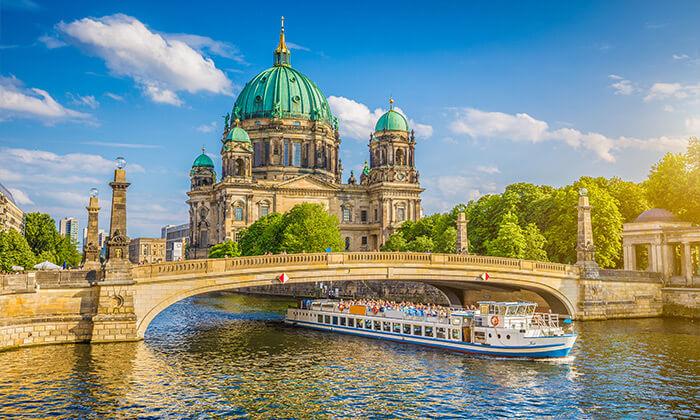 14 סטינג בברלין: טיסות ישירות, 4 לילות במלון לבחירה וכרטיס זהב להופעה ביולי 2022