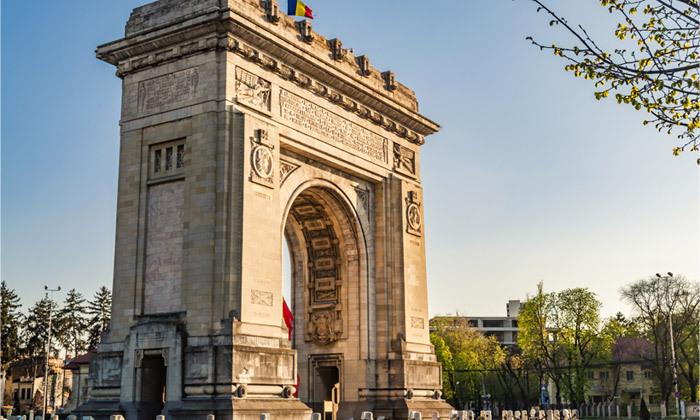 9 ניקוס ורטיס בבוקרשט, רומניה: טיסות ישירות, 4 לילות במלון לבחירה והופעה שהיא חגיגה יוונית