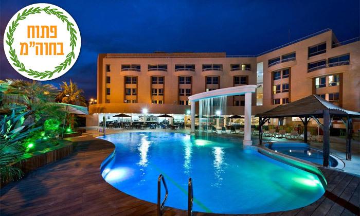 2 ספטמבר-אוקטובר באילת: לילה במלון בי קלאב, גם בחגים