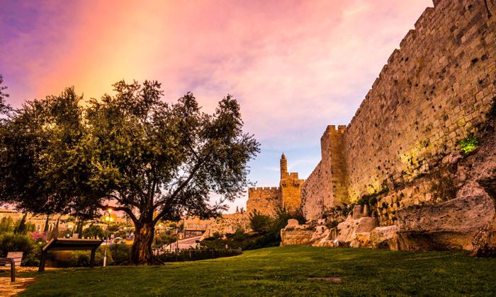 """2 חופשה בירושלים: לילה במלון ג'רוזלם אין מרשת מלונות SMART, גם בסופ""""ש"""
