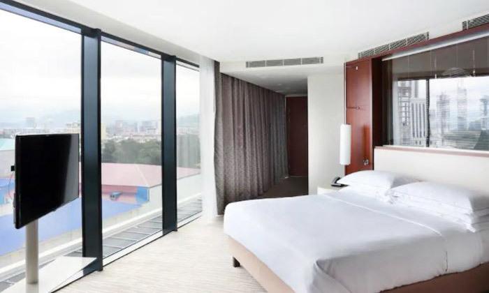 8 נופש בבטומי: 3/4 לילות במלון 5 כוכבים Hilton, טיסות ישירות והעברות