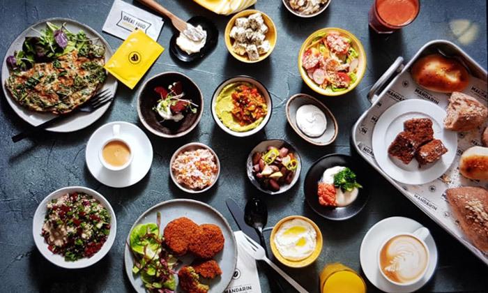 3 ארוחת בוקר זוגית מול הים במנדרין ביץ', חיפה
