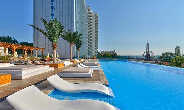 """11 5 כוכבים בוורנה: 2-7 לילות באוקטובר, מלון International על החוף ע""""ב חצי פנסיון"""