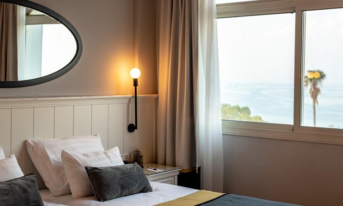 """4 סופ""""ש זוגי מול נופי הכנרת: 2 לילות במלון רויאל פלאזה, כולל עיסוי וכניסה לבריכות חמי טבריה"""