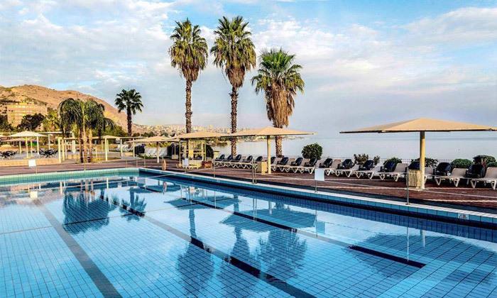 """2 סופ""""ש זוגי מול נופי הכנרת: 2 לילות במלון רויאל פלאזה, כולל עיסוי וכניסה לבריכות חמי טבריה"""