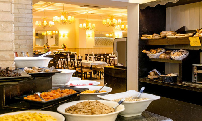 """9 סופ""""ש זוגי מול נופי הכנרת: 2 לילות במלון רויאל פלאזה, כולל עיסוי וכניסה לבריכות חמי טבריה"""