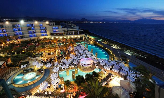 """4 אוקטובר במלון 5* Club Hotel Casino, לוטרקי: 3 לילות במלון 5* ע""""ב חצי פנסיון עם קזינו, טיסות ישירות והעברות"""