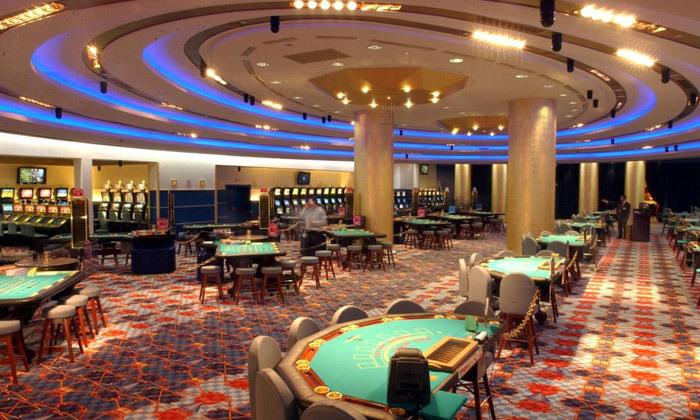"""6 אוקטובר במלון 5* Club Hotel Casino, לוטרקי: 3 לילות במלון 5* ע""""ב חצי פנסיון עם קזינו, טיסות ישירות והעברות"""