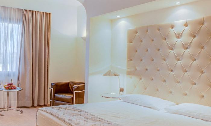 """13 אוקטובר במלון 5* Club Hotel Casino, לוטרקי: 3 לילות במלון 5* ע""""ב חצי פנסיון עם קזינו, טיסות ישירות והעברות"""