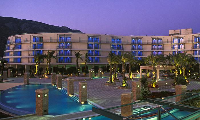 """5 אוקטובר במלון 5* Club Hotel Casino, לוטרקי: 3 לילות במלון 5* ע""""ב חצי פנסיון עם קזינו, טיסות ישירות והעברות"""