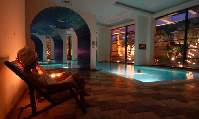 """14 אוקטובר במלון 5* Club Hotel Casino, לוטרקי: 3 לילות במלון 5* ע""""ב חצי פנסיון עם קזינו, טיסות ישירות והעברות"""