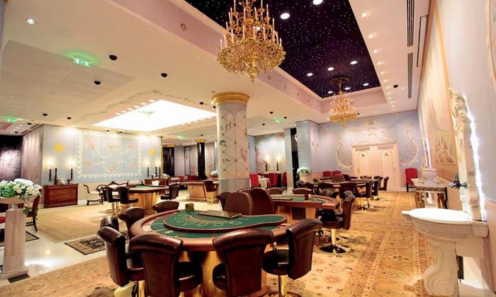 """18 אוקטובר במלון 5* Club Hotel Casino, לוטרקי: 3 לילות במלון 5* ע""""ב חצי פנסיון עם קזינו, טיסות ישירות והעברות"""