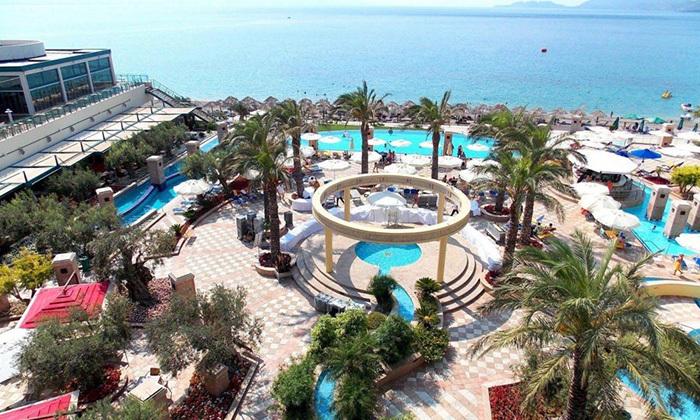 """20 אוקטובר במלון 5* Club Hotel Casino, לוטרקי: 3 לילות במלון 5* ע""""ב חצי פנסיון עם קזינו, טיסות ישירות והעברות"""