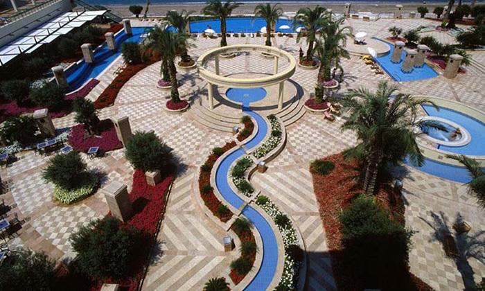 """23 אוקטובר במלון 5* Club Hotel Casino, לוטרקי: 3 לילות במלון 5* ע""""ב חצי פנסיון עם קזינו, טיסות ישירות והעברות"""