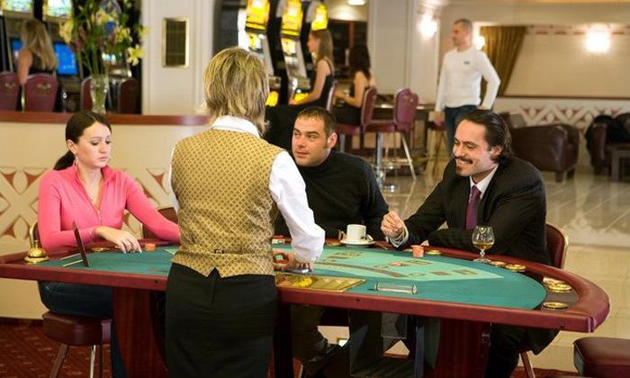 8 אוקטובר-דצמבר בפראג: טיסות ישירות ו-3 לילות במלון קזינו 5 כוכבים, כולל כריסמס