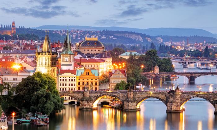 """2 נופשים בפראג: 3-5 לילות במלון בוטיק מרכזי, טיסות ישירות כולל כבודה - אופציה לסופ""""ש וחנוכה"""