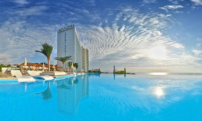 5 אוקטובר 5 כוכבים בוורנה: 3/4 לילות במלון קזינו International על החוף, כולל טיסות והעברות