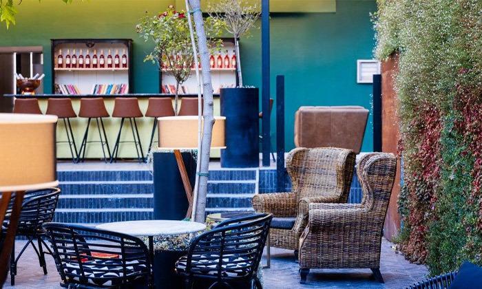 9 חופשה זוגית עם עיסוי ובריכה מחוממת במלון הבוטיק BoBo מרשת בראון, תל אביב