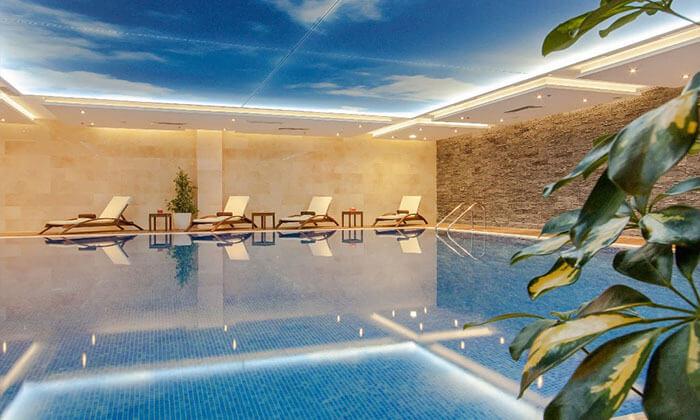 """8 חופשה בוורנה במלון קזינו International ע""""ב חצי פנסיון, כולל טיסות והעברות, גם בחנוכה ובכריסמס"""