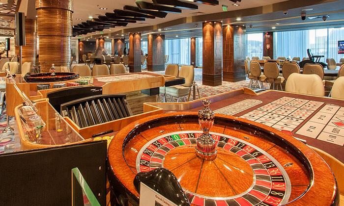"""10 חופשה בוורנה במלון קזינו International ע""""ב חצי פנסיון, כולל טיסות והעברות, גם בחנוכה ובכריסמס"""
