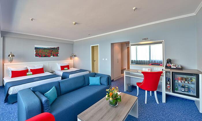 """12 חופשה בוורנה במלון קזינו International ע""""ב חצי פנסיון, כולל טיסות והעברות, גם בחנוכה ובכריסמס"""