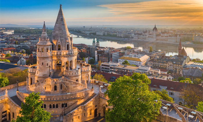 """13 להתפנק בבודפשט: 7 לילות ו-6 טיפולים במלון ספא ע""""ב חצי פנסיון עם טיסות אל על והעברות, כולל חנוכה"""