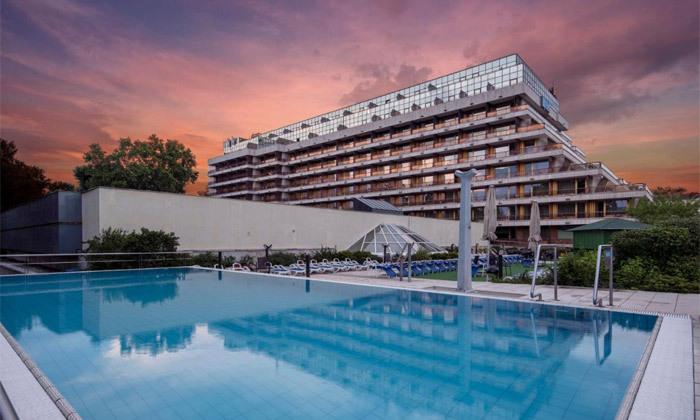 """3 להתפנק בבודפשט: 7 לילות ו-6 טיפולים במלון ספא ע""""ב חצי פנסיון עם טיסות אל על והעברות, כולל חנוכה"""