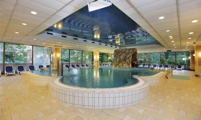 """10 להתפנק בבודפשט: 7 לילות ו-6 טיפולים במלון ספא ע""""ב חצי פנסיון עם טיסות אל על והעברות, כולל חנוכה"""