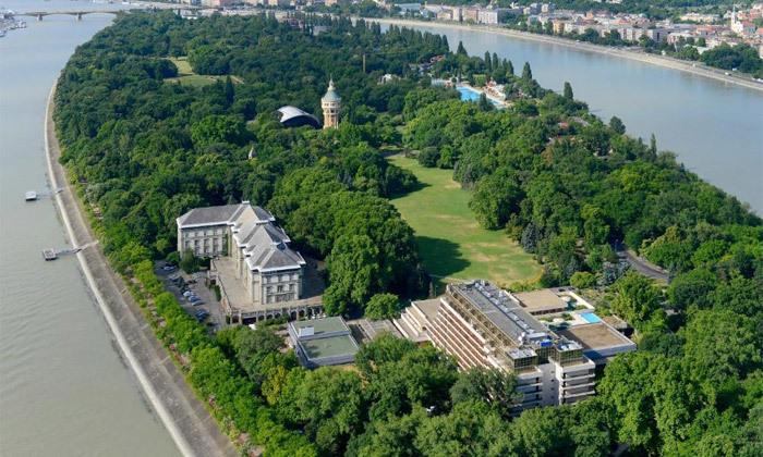 """12 להתפנק בבודפשט: 7 לילות ו-6 טיפולים במלון ספא ע""""ב חצי פנסיון עם טיסות אל על והעברות, כולל חנוכה"""