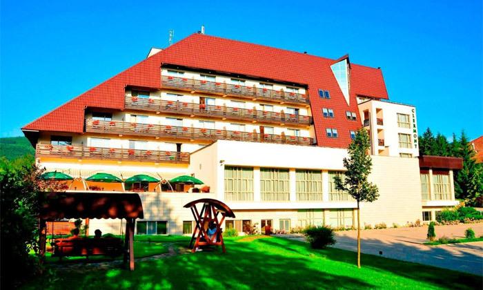 """3 חופשה מרגיעה ברומניה: 7 לילות ו-3 טיפולי ספא ביום במלון Clermont ע""""ב חצי פנסיון עם טיסות והעברות"""