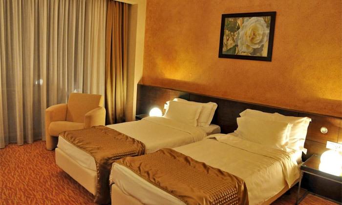 """7 חופשה מרגיעה ברומניה: 7 לילות ו-3 טיפולי ספא ביום במלון Clermont ע""""ב חצי פנסיון עם טיסות והעברות"""