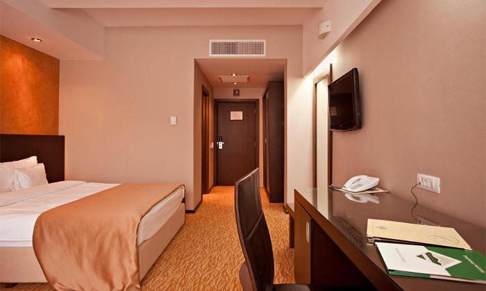 """6 חופשה מרגיעה ברומניה: 7 לילות ו-3 טיפולי ספא ביום במלון Clermont ע""""ב חצי פנסיון עם טיסות והעברות"""