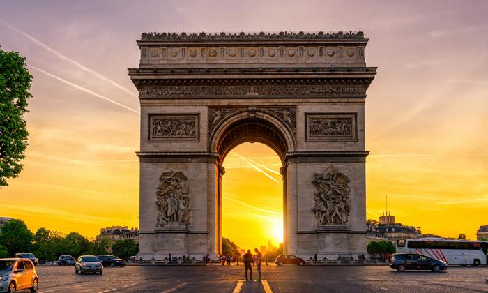 11 אד שירן בפריז: טיסות ישירות, 4 לילות במלון לבחירה והופעת פופ אגדית
