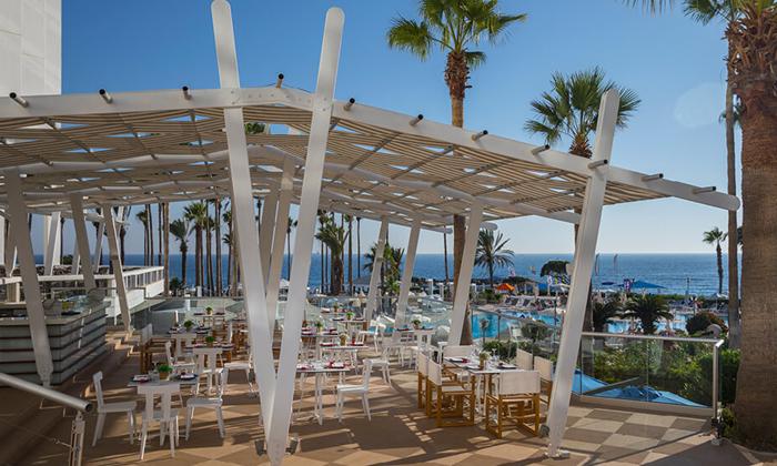 """6 סופ""""ש בפאפוס, קפריסין: טיסות ישירות ו-3 לילות במלון Leonardo, כולל חנוכה"""