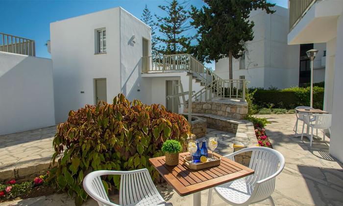 """8 סופ""""ש בפאפוס, קפריסין: טיסות ישירות ו-3 לילות במלון Leonardo, כולל חנוכה"""